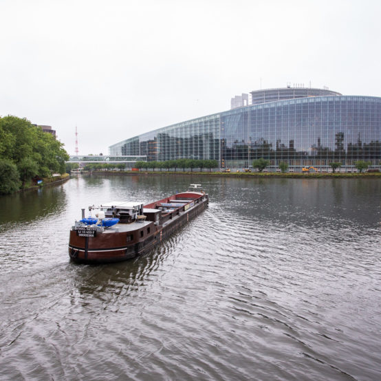 cargaison dépasse le Parlement Européen